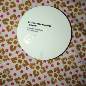 Brand New Essence Moonlighter Cushion Highlighter